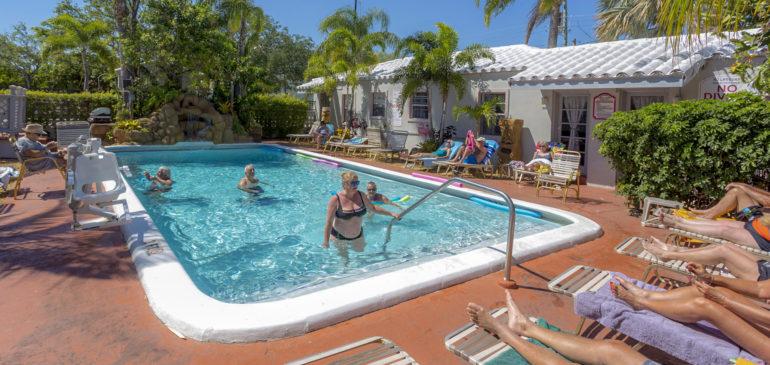 Après-midi piscine au Richard's Motel